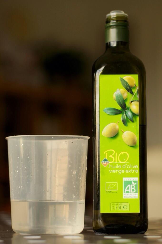 160 ml d'eau et une cuillère à soupe d'huile d'olive