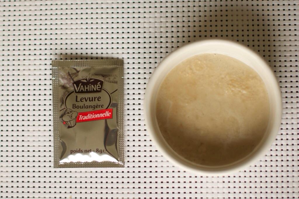 Une demi cuillère à café de levure boulangère