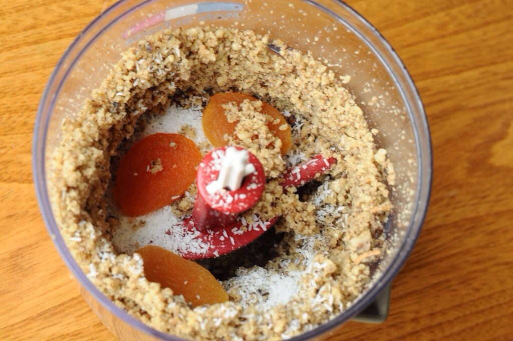 Une fois quasi prêt, vous rajoutez les abricots et la noix de coco