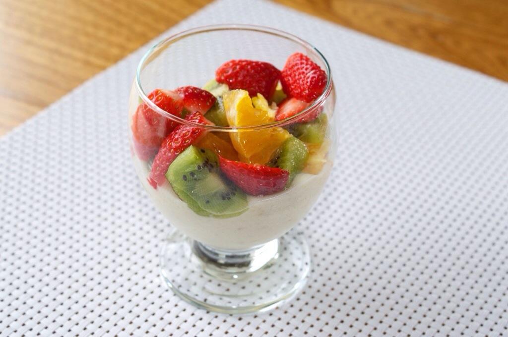 Une salade fruits et sa glace maison sans sorbetière