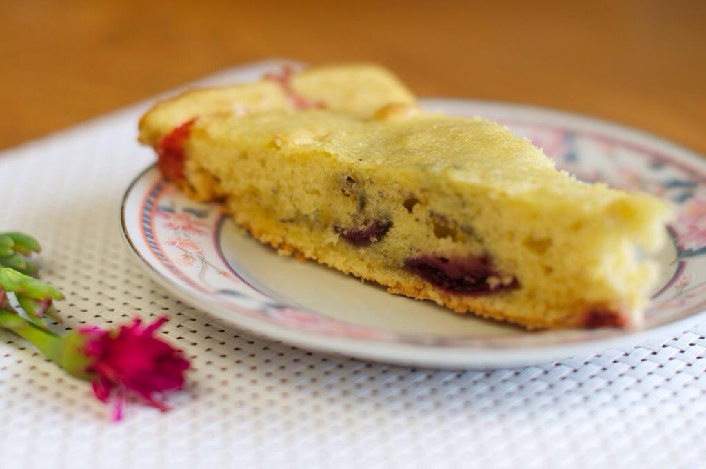 Un gâteau aux fruits du printemps