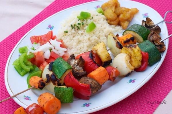 Des brochettes végétariennes au barbecue