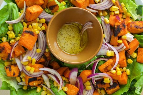 Une salade de patate douce cuite