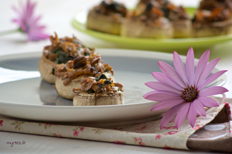 Champignons farcis aux fanes de radis (vegan)